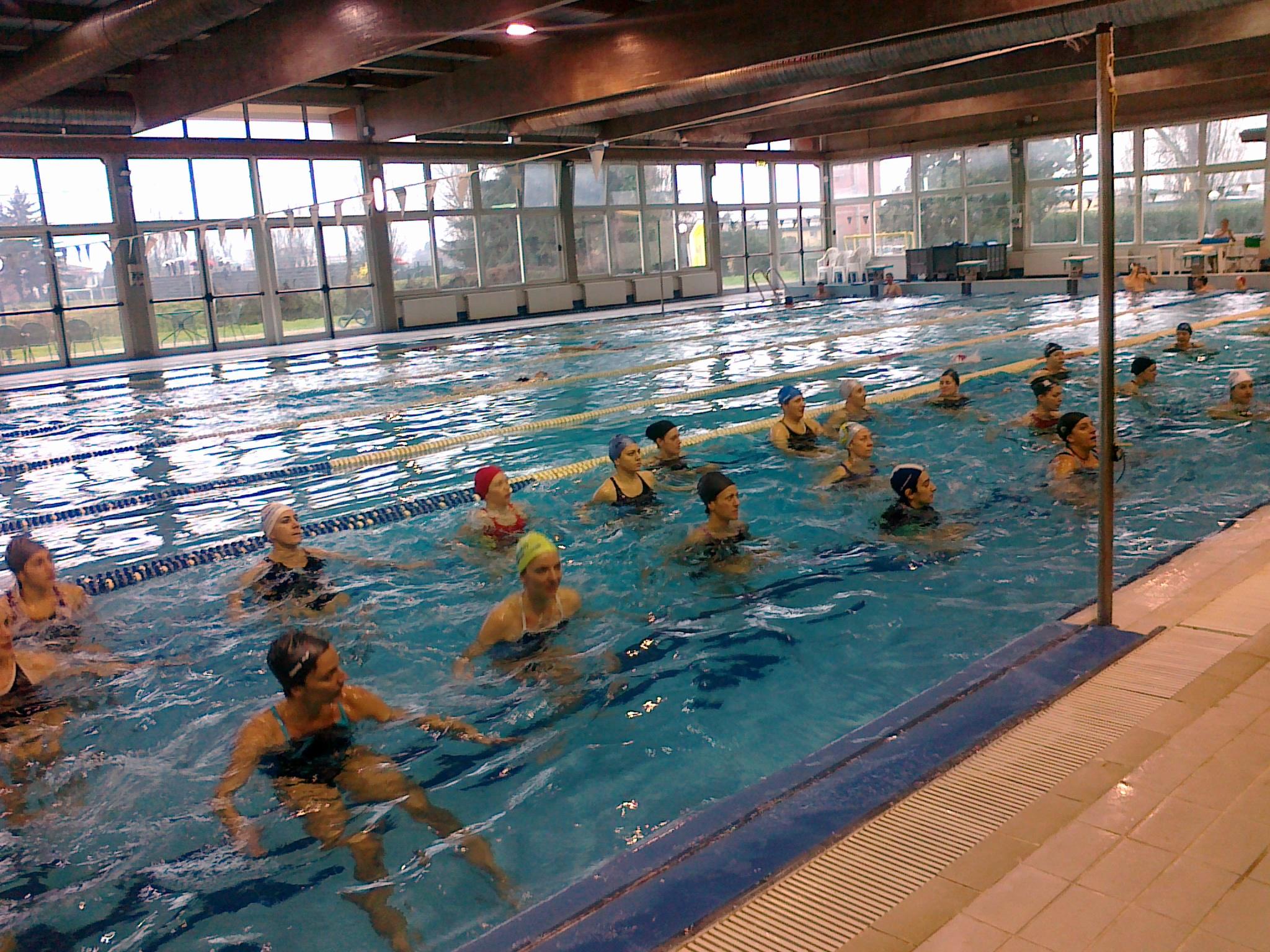 fitness in piscina