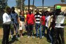 I profughi nel parco della Casa della Salute assieme all'assessore Carmassi