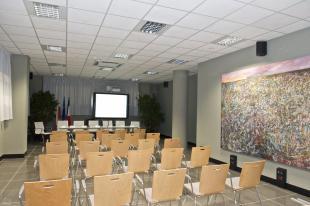 L'interno della sala riunioni del polo tecnologico di Capannori